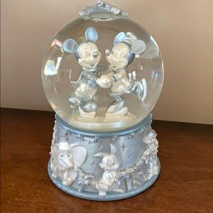 Silver Mickey & Minnie Disney skating snow globe